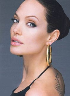 Angelina Jolie (typed by Carol Tuttle as though) Angelina Jolie Fotos, Angelina Jolie Makeup, Angelina Jolie Pictures, Angelina Jolie Style, Beautiful Celebrities, Beautiful Actresses, Most Beautiful Women, Beautiful People, Absolutely Gorgeous