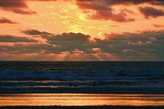 Via @elbejaromar #SantaElena -  #curia #playa  #ocaso #sol #beach #sunset #sun #sea #allyouneedisecuador #temporada2018 #happiness #nikon #nikonphotography #landscapephoto