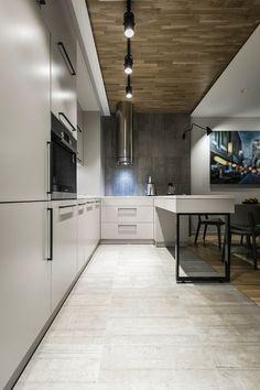 Diseño de cocina sencilla con muebles blancos