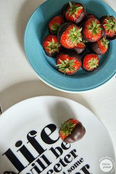 Kikkis planet: JORDBÆR MED SJOKOLADE Planets, Strawberry, Fruit, Food, The Fruit, Meals, Strawberries, Yemek, Eten
