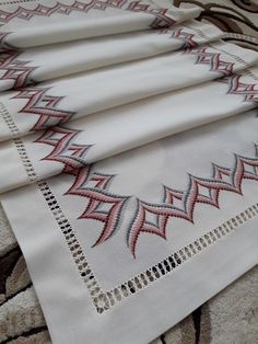 Gabriella Cressa's media content and analytics Broderie Bargello, Bargello Needlepoint, Modern Tapestries, Thread Work, Embroidery Techniques, Handicraft, Tatting, Needlework, Diy And Crafts