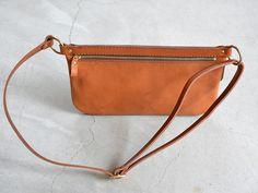 旅で使う鞄として考案したイタリアンレザーのボディバッグ「革鞄のHERZ(ヘルツ)公式通販」 Leather Fanny Pack, Leather Belt Bag, Leather Purses, Leather Crossbody, Leather Handbags, Leather Wallet, Leather Gifts, Leather Projects, Sewing Projects