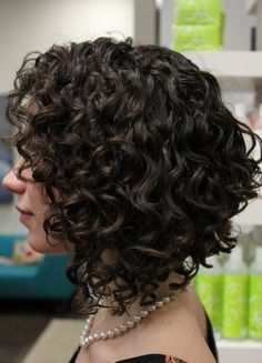 Love Hairstyles for short curly hair? wanna give your hair a new look? Hairstyles for short curly hair is a good choice for you. Here you will find some super sexy Hairstyles for short curly hair, Find the best one for you. Hair Styles 2014, Medium Hair Styles, Curly Hair Styles, Natural Hair Styles, Hair Medium, Medium Curly Bob, Curly Inverted Bob, Medium Length Curly Hairstyles, Curly Asymmetrical Bob