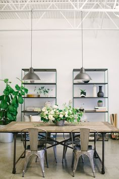 Organic airy office space: Photography: Whitney Krutzfeldt Photography - wckphotography.com   Read More on SMP: http://www.stylemepretty.com/living/2017/03/22/this-studio-is-an-entertainers-dream-space/