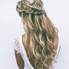 Looking for a half-up hairstyle for your wedding? We've got you covered! Today's blog features some stunning half-up styles! Link in our profile. This beauty is another from @ulyana.aster  . . . #boho #bohemian #beautiful #bohowedding #wedding #weddinghair #hairstyles #hairdown #halfupdo #bridal #bridalhair #bridalhairstyle #hairinspo #weddingideas #weddingstyle #weddinginspo #weddingideas #weddinginspiration #weddingblog #follow #thebohemianwedding