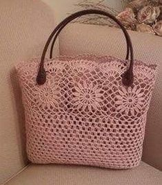 Leather crocheted handbag model – Women's Site - Diy And Craft Diy Crochet Bag, Crochet Wallet, Crochet Shell Stitch, Crochet Handbags, Crochet Purses, Crochet Designs, Crochet Patterns, Crochet Shoulder Bags, Lace Bag