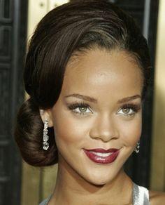 Rihanna: Chignon bas et frange sur le côté