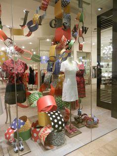 Louise Goodman Visual Merchandising: Jigsaw Christmas paper chains