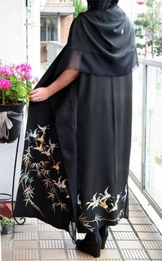 留袖着物ドレス   モードな着物リメイクデザイナーのすてき・おいしい - 楽天ブログ Japanese Costume, Japanese Kimono, Kimono Fabric, Kimono Dress, Japanese Textiles, Yukata, Refashion, Asian Fashion, Dress Patterns