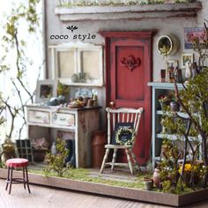 Garden porch shadowbox in scale Vitrine Miniature, Miniature Rooms, Miniature Houses, Miniature Furniture, Dollhouse Furniture, Diy Dollhouse, Dollhouse Miniatures, Mini Doll House, 3d Home