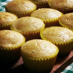 En el de la brownieria hoy tenemos los ponquecitos de naranja y limón solitos o con chips de chocolate DELICIOSOS. Pedidos al 3208323104 o por el directo. #brownieriamorenobrownie#brownieriaambulante#morenobrownie#baking#mood#ponqué#cupcakes#limón#lemon#naranja#orange#chips#chocolatechips#food#foodie#foodbike#bogotá#bogotáenbici#teusaquillo#repartiendoamorydulzura#morning#coffe#coffetime