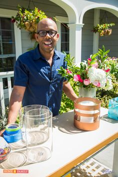Upcycle your vases with Kenneth Wingard ! This is a great way to present a beautiful bouquet of flowers on Mother's Day! Step by step, how to directions. Rust-Oleum Universal Metallic Spray Paint would work great for such a project! http://www.rustoleum.com/product-catalog/consumer-brands/universal/universal-metallic-spray-paint/