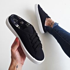 Puma Platform, Platform Sneakers, Estilo Hipster, Dream Shoes, Cute Casual Outfits, Sneakers Fashion, Me Too Shoes, Slippers, Flats