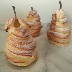Pears in a puff pastry jacket - Dessert Recipes Köstliche Desserts, Dessert Drinks, Delicious Desserts, Dessert Recipes, Yummy Food, British Bake Off Recipes, Great British Bake Off, Enjoy Your Meal, Christmas Food Treats