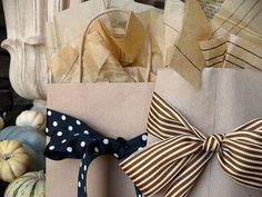 The Polka-Dot Umbrella: Simple Gift Wrapping Idea Wrapping Ideas, Creative Gift Wrapping, Creative Gifts, Wrapping Gifts, Creative Art, Simple Gifts, Easy Gifts, Cute Gifts, Vintage Patterns