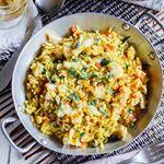 Arroz con pescado al curry. Te recomendamos servirlo inmediatamente después de haberlo hecho. Si te sobra para la noche o el día siguiente, será mejor recalentarlo rápidamente en un sartén con un