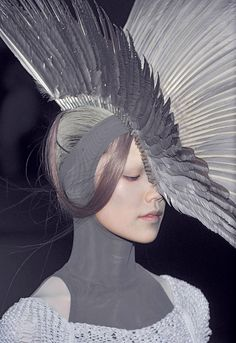 Alexander McQueen - obviously this isn't my style in the sense that I would actually afford this let alone wear it, more just the colours. I love the colour palette of this photo.