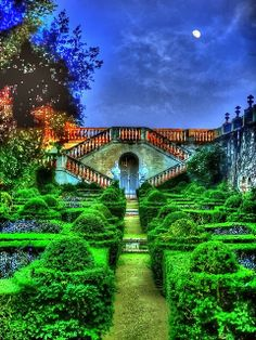 MOONGARDEN IN BARCELONA, SPAIN- This is a very dreamy place for a dreamy nature lover. Would like to go here one day.