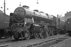46159 The Royal Air Force Willesden Diesel Locomotive, Steam Locomotive, Steam Trains Uk, Train Room, Steam Railway, British Rail, Old Trains, Royal Air Force, Steam Engine