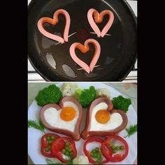 Desayuno romántico! Utiliza salchichas para preparar unos huevos estrellados muy lindos