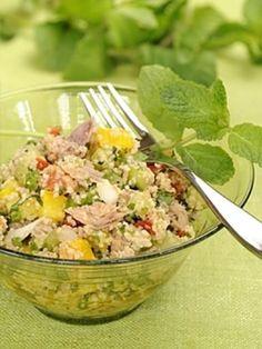 poivre, concombre, oignon nouveau, citron, tomate, huile d'olive, citron vert, coriandre, couscous, persil, sel, feuille de menthe, poivron, thon
