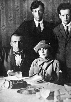 Boris Pasternak, Sergei Eisenstein,  Vladimir Mayakovsky y Lili Brik. 1924