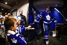 Auston Matthews Toronto Maple Leafs Hockey Teams, Hockey Players, Ice Hockey, Maple Leafs Hockey, Canada Eh, Toronto Maple Leafs, How Big Is Baby, Athletes, Nhl