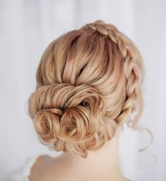 Stunning wedding hairstyle idea; Featured: Elstile