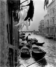 dans-le-passe:  Wojciech Plewiński - Venice, 1957 / source