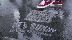 """航空券のオンライン予約が37%増加!フィリピンLCCが手掛けた""""雨の日にだけ現れる路上広告"""""""