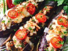流行りのトルコ料理「坊さんの気絶」の肉味噌バージョン。 焼き茄子にたっぷりの肉味噌を詰めチーズをのせてトースターで焼きいた茄子ピザ風です。