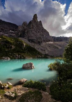 Browse the hidden lakes in Italy - Como Lake the most popular lake of Italy. List of lakes Misurina Lake, The Cime di Lavaredo, Lake Sorapiss and more. Places To Travel, Places To See, Travel Destinations, The Places Youll Go, Italy Vacation, Vacation Spots, Italy Travel, Vacation Packages, Places Around The World