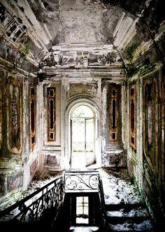Abandoned Mansion                                                                                                                                                                                 Mehr