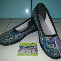 Sepatu Batik tulis Fast respon: wa 083831396850