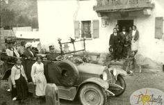 Années 20, taxi devant l'hôtel des Haudères Taxi, Antique Cars, Antiques, Painting, Image, Future, Switzerland, Vintage Cars, Antiquities