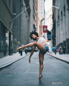 Breathtaking Portraits Capture Ballet's Finest Dancing on the Streets of New…