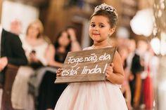 Dama | Casamento | Wedding | Roupa de Dama | Daminha | Inesquecível Casamento | Plaquinha Dama | Roupa Dama | Placa Chegada da Noiva