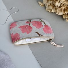 A nice,simple small wallet to store cash, credit cards, keys, cosmetics, headphones or other little things. Small Wallet, Credit Cards, Fern, Little Things, Textile Design, Magnolia, Headphones, Pouch, Bloom
