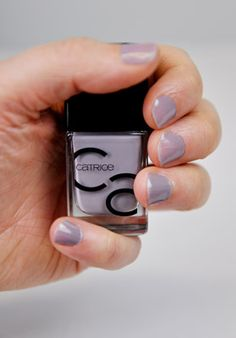 Bis zu 7 Tage Halt ohne Topcoat – Die neuartige Nagellack-Formulierung von CATRICE verspricht, neben seiner intensiven Farbe, langen Halt und Pflege für die Nägel.
