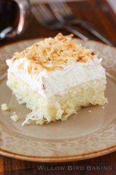 Coconut Cream Pie Bars || Featured on www.thebestblogrecipes.com
