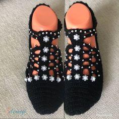 El Örgüsü Patik 25,00 TL Crochet Sandals, Crochet Shoes, Knitted Slippers, Slipper Socks, Baby Knitting Patterns, Food Design, Footwear, Fancy, How To Wear
