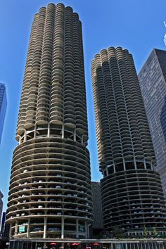 Marina Towers on the shores of the Chicago River in the Loop.
