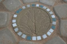 Illustrated instructions (finnish) of medallion out of concrete and glass mosaic to center of round pavement.