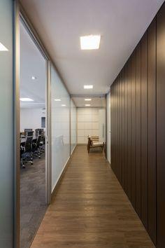 Tria Arquitetura: Escritório de advocacia, São Paulo Room, Base, Furniture, Health, Home Decor, Glass Office, Office Partitions, Interior Office, Enterprise Architecture