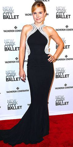 Love it! ~ KRISTEN BELL Killer curves ahead! The hourglass-shaped embellishment of sequins and beading on Kristen's Zuhair Murad gown helps play up her petite frame at the New York City Ballet's Spring Gala in N.Y.C.