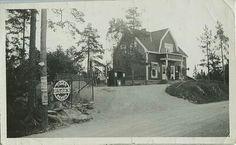 Landhandel med bensinpumpe.l Stovnerveien 2, som kjøpmann Victor Johansen bygget ca 1924 og drev butikk i et par år før han flyttet til Skårerveien 32.