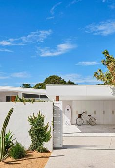 Drawing inspiration from mid-century modern architecture and scandi-style, this home's exterior features a modernist design and crisp white.