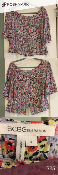 BCBG batwing floral top with slit open back! BCBG batwing floral top with slit open back! Perfect for summer! Size small BCBGeneration Tops Blouses