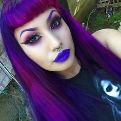 Both hair and make up wowww😍 Colorful goth goddess Goth Beauty, Dark Beauty, Pastel Hair, Purple Hair, Goth Makeup, Eye Makeup, Bright Hair Colors, Bright Purple, Colours