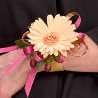 Unusual Wrists Corsage for Prom | image004.11.02.904.67-Prom-Corsage2-200x200.jpg (11109 bytes)